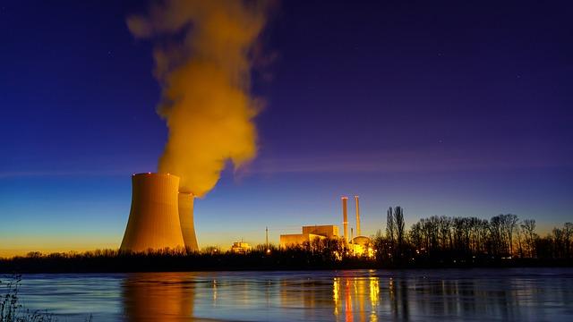 Strom aus Atomkraft oder doch aus erneuerbaren Energien? Energiepolitik in Deutschland: Kosten vs. Risiko