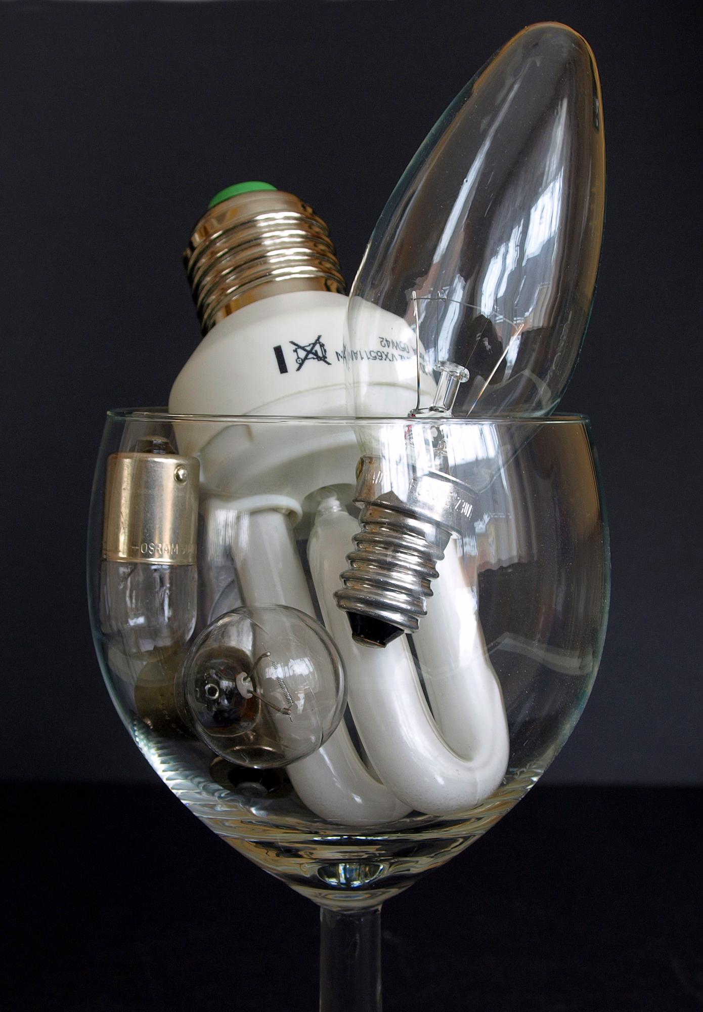 Energiesparlampe & Co.; Foto: Viktor Mildenberger / pixelio.de