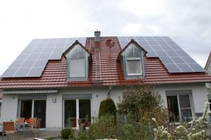 Solarstrom aus PV - Anlagen ; Foto: Petra Spanheimer/pixelio.de