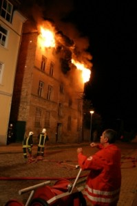 Dämmwahn 4/11 - Brandgefahr bei gedämmten Fassaden; Foto: Gregor Reisch / net-BULL media production / pixelio.de