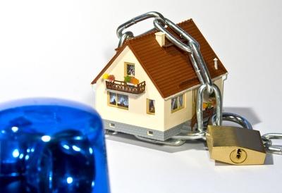 wie k nnen hausbesitzer ihr haus gegen einbruch sichern. Black Bedroom Furniture Sets. Home Design Ideas