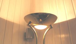 halogen deckenfluter mit einem verbrauch von etwa 300w archiv das bau und energieportal f r. Black Bedroom Furniture Sets. Home Design Ideas