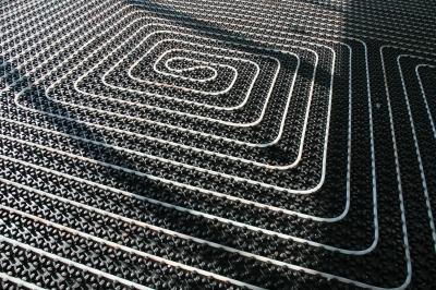 Fußbodenheizung; Bild: RainerSturm / pixelio.de