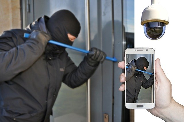 Ist Ihr Haus einbruchssicher? Überwachungskameras können unterstützen.