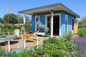 Ein Gartenhaus als zusätzlichen Wohnraum nutzen; Bild: Marlies Schwarzin / pixelio.de