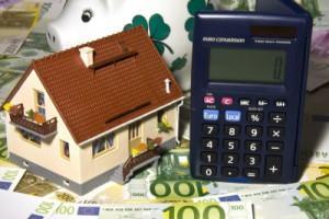 Finanzierungsmöglichkeiten bei Hauskauf; Bild: Thorben Wengert / pixelio.de