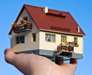 Gutachter bei Hauskauf; Bild: Thorben Wengert / pixelio.de