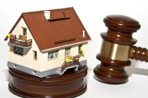 Zwangsversteigerung eines Hauses; Bild: Thorben Wengert / pixelio.de