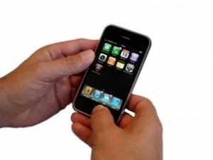 Mit dem iPhone in den Preiskampf; Bild: Kigoo Images / pixelio.de