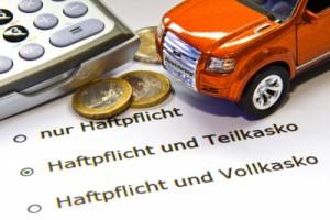 Kfz-Versicherung; Bild: Thorben Wengert / pixelio.de