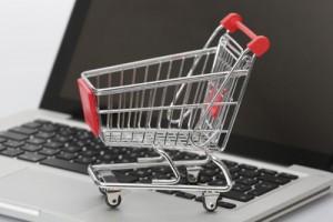 Beim Computerkauf über ebay Preise vergleichen und Sparen; Bild: Tim Reckmann / pixelio.de