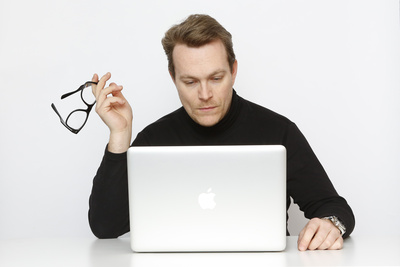 Computer mit Vertrag; Tim Reckmann / pixelio.de
