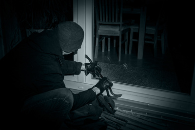 Einbruchschutz für das Haus; Bild: Bernd Kasper / pixelio.de