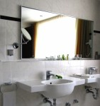 Infrarotheizung in Form eines Spiegels; Bild: Rainer Sturm / pixelio.de