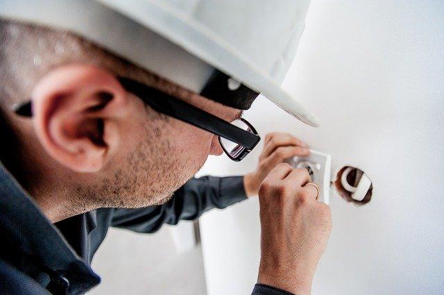 Gefahrenquellen im Haus - wie schützt man sich vor Sicherheitsrisiken durch Stromquellen?