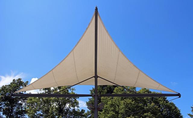 Die optimale Terrassenüberdachung -Aufrollbare Sonnensegeloder Markisen?