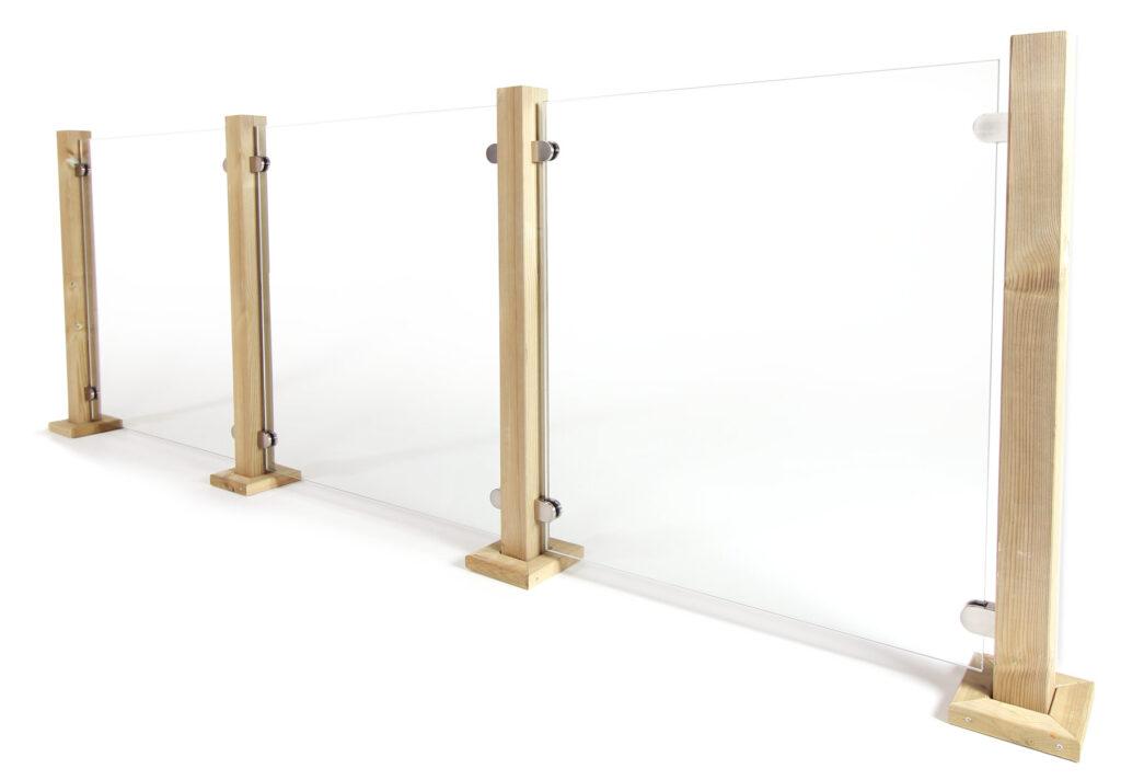 Die Terrasse mit Geländern stilvoll gestalten; Quelle: https://www.gelaenderladen.de/glasscheiben-und-klemmhalter/# (online am 26.5.2020)