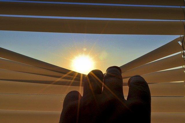 Beispiel: Jalousie – Sonnenschutz in Lamellenoptik