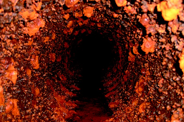 Verstopfte Rohre - Wie sichere ich mich ab? Foto: Wasserleitung innen